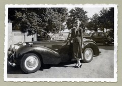 "Triumph 1800 Roadster (Vintage Cars & People) Tags: vintage classic black white ""blackwhite"" sw photo foto photography automobile car cars motor triumph roadster triumphroadster 1950s fifties woman lady femalesuit ladyssuit handbag purse blouse heels street trees busstop mercedes mercedesbenz w136 170 mercedes170"
