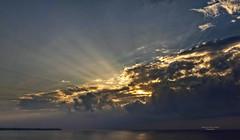 Forjando la mañana (Fotgrafo-robby25) Tags: alicante amanecer costablanca marmediterráneo nubes rayosdesol sonyilce7rm3