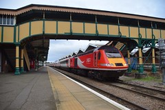 LNER branded HST 43277 top n tail with 43272 pass through March Station and under its impressive footbridge, with the diverted  07.54 Newcastle - Kings Cross service. 13 01 2019 (pnb511) Tags: train engine loco locomotive dmu dieselunit station building track roof footbridge awning hst highspeedtrain intercity125 class43 lner