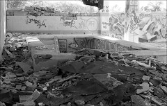 181111_Psiquiatrico_007 (Stefano Sbaccanti) Tags: bw blackandwhite analogicait analogue argentique bianconero leicam5 kentmere400 psiquiatrico asylum urbex urbanexploration abandonado 2018 50summicron spain