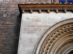 Detalle de la Puerta de la Almoina en la catedral - València (Kiko Colomer) Tags: francisco jose colomer pache kiko valencia valence puerta relieve almoina palau plaza catedral seu arte arquitectura romanico valenciano centro histórico cultural urbano virgen
