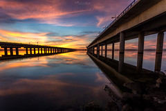 Tardes de otoño 🍂 (flamesay) Tags: huelva puentedelodiel atardecer puentedehuelva puente bridge sunset costa puentesifon flamesay ocaso reflejos seascape waterscape andalucia