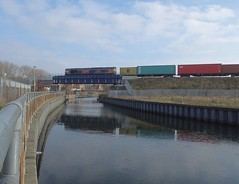 GBRf 66757 takes the 03.50 Hams Hall - Felixstowe North Intermodal across the River Gipping and Boss Hall Junction at Ipswich, in a nice spot of sunlight. 23 01 2019 (pnb511) Tags: gbrf class66 intermodal container freight rivergipping new bridge junction ipswichchord baconcurve bosshalljunction eastsuffolkline trains railway locomotive loco diesel engine