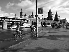 Oberbaumbrücke (Franco & Lia) Tags: street strasenfotografie fotografiadistrada photographiederue berlin berlino deutschland germany germania oberbaumbrücke bike bicycle bicicletta ponte bridge biancoenero schwarzundweiss noiretblanc blackwhite