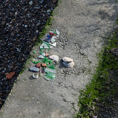Beach finds (Spannarama) Tags: seaglass glass pieces beachcombing foreshore thames greenwich london uk square 24hrldn