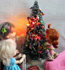 8- Decorating the Tree (cheesemoopsie) Tags: abby ante doll chloé realpuki ruby roro pukifee fairyland christmastree