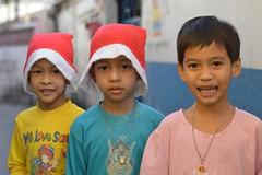 boys with santa hats (the foreign photographer - ฝรั่งถ่) Tags: three boys children santa hat khlong bangkhen bangkok thailand nikon d3200
