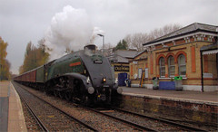 A4 at North Camp (Colin Weaver) Tags: steam loco locomotive 462 pacific gresley 60009 railway railroad station farnborough