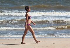 Dias de playa (carlos_ar2000) Tags: playa beach mar sea chica girl mujer woman bella beauty sexy verano summer paseo walk linda pretty gorgeous puntadeleste maldonado uruguay