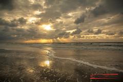 Sunset at Texel-beach (Thoober) Tags: eos70d insel nordsee texel urlaub sea strand sky clouds wolken wellen sonne sonnenuntergang sand holland meer himmel wasser ufer welle ozean