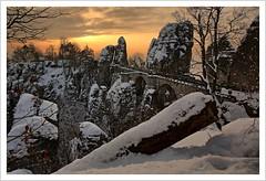 Der Winter ist da (Norbert Kaiser) Tags: sachsen saxony sächsischeschweiz saxonswitzerland elbsandsteingebirge elbesandstonemountains winter schnee snow sonnenaufgang sunrise bastei basteibrücke natur nature landschaft landscape
