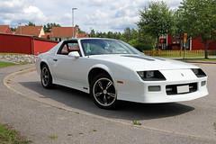 1985 Chevrolet Camaro IROC-Z28 (crusaderstgeorge) Tags: crusaderstgeorge cars classiccars 1985chevroletcamaroirocz28 1985 chevrolet camaro irocz28 whitecars worldcars americancars americanclassiccars americancarsinsweden cool gävle gävleborg sweden sverige