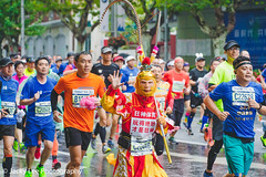 LD4_9674 (晴雨初霽) Tags: shanghai marathon race run sports photography photo nikon d4s dslr camera lens people china weekend november 2018 thousands city downtown town road street daytime rain staff