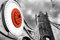 ...mentre attraversavo il London Bridge... (gianclaudio.curia) Tags: londra inghilterra uk ponte torre nikon digitale d7100 nikond7100 nikkor1685 innamoramento