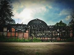 Haus mit Burnout-Syndrom (Maquarius) Tags: ausgebrannt brand brandschaden abgebrannt gebäude ziegelstein backstein mecklenburger seenplatte mecklenburg vorpommern