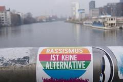 Keine Alternative! (JaMu98) Tags: spree statement berlin rotebrücke oberbaumbrücke streetart sticker bunt keinealternative