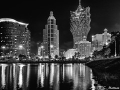 180720 Macao (2018 trip) (clamato39) Tags: macao china chine reflection miroir eau water skyline ville city urban urbain buildings longexposure night nightshot nuit lights voyage trip blackandwhite bw noiretblanc monochrome