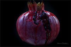 Broken heart (ermannobraghiroli) Tags: blood pierced heart macro closeup pome pomegranate black 石榴 granada melograno cuore sangue magrana nar