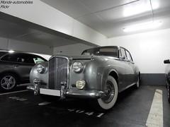 Bentley S1 ou S2 (Monde-Auto Passion Photos) Tags: voiture vehicule auto automobile bentley berline gris grey ancienne classique rare rareté collection parking sousterrain vendome france paris