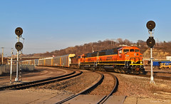 Southbound Local in Kansas City, MO (Grant Goertzen) Tags: bnsf railway railroad locomotive emd ge power ns norfolk southern south southbound local transfer freight kansas city missouri searchlight signal