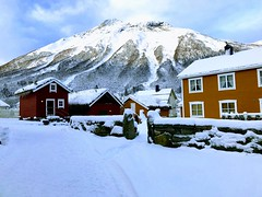 Tunet -|- Yard under mountains (erlingsi) Tags: erlingsi iphone erlingsivertsen rekkedal ørsta sunnmøre snow snø snøv winter tun tunet