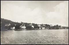 Postkort fra Agder (Avtrykket) Tags: bolighus brygge båthus hus postkort sjekte sjø uthus arendal austagder norway nor
