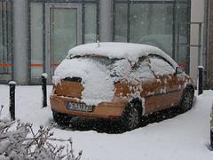 Winter vor dem Haus (Seesturm) Tags: 2019 seesturm winter autumn park schnee snow fenster blick blicke freital sachsen saxony deutschland germany opel corsa car