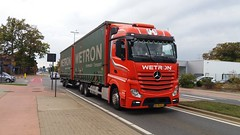 Mercedes-Benz Actros MP4 E6 2542 Streamspace LN/R 2015 - Wetron Transport & Logistics B.V. 677 Provincie Limburg, Weert, Holland (Celik Pictures) Tags: belgië belgium belgique belgiën europe vlaanderen provincielimburg gezieninbelgië spottingvehicles truck tir kamyon lkw vrachtwagens lastwagen camion road transport beringen gezieninberingen n72koolmijnlaan 86bgh55 mercedesbenz actros mp4 e6 2542 streamspace lnr 2015 wetrontransportlogisticsbv 677 weert holland movingvehicles