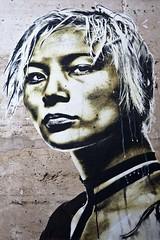Femme prête au combat (Gerard Hermand) Tags: 1902157133 gerardhermand france paris canon eos5dmarkii eddiecolla detail streetart papier paper femme woman regard gaze