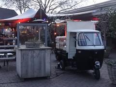 Piaggio Ape Food Truck (harry_nl) Tags: netherlands nederland 2018 werkendam fortaltena piaggio ape foodtruck