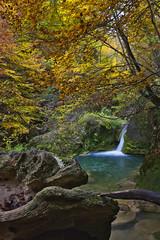 Otoño (misterkoma) Tags: canon 6d 1635 otoño autumn color colorfull agua waterfall cascada larga exposicion long exposure paisaje landscape naturaleza rojo natur quiet
