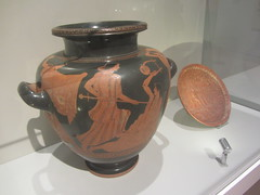 Greek vessel and dish,      CaixaForum, Madrid June 2018 (d.kevan) Tags: exhibitions caixaforum ancientinstruments displaycabinets june2018 madrid spain exhibits vases dishes decorated painted ceramic pottery