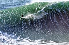 NUNO SANTOS / 1959ANB (Rafael González de Riancho (Lunada) / Rafa Rianch) Tags: surf waves surfing olas sport deportes sea mer mar nazaré vagues ondas portugal playa beach 海の沿岸をサーフィンスポーツ 自然 海 ポルトガル heʻe nalu palena moana haʻuki kai olahraga laut pantai costa coast storm temporal