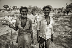 GUJARAT : LES GENS DU VOYAGE (pierre.arnoldi) Tags: khambha gujarat inde in pierrearnoldi photographequébécois photographeroninstagram photographerontumblr photographeronflickr photooriginale photonb portraitdhomme portraitsderue on1photoraw2019 canon6d