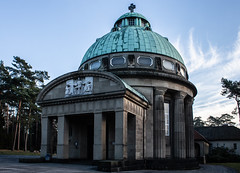Alte Kapelle (wpt1967) Tags: 26112016 bielefeld canon6d canoneos6d eos6d friedhof kapelle sennefriedhof altekapelle canon28mm graveyard wpt1967