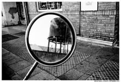 .. (Matías Brëa) Tags: calle street espejo mirror reflejo reflection blancoynegro blackandwhite bnw mono monochrome monocromo streetphotography
