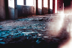 Broken (MarieSchuchtern) Tags: film 35mm agfavista minolta glass abandoned