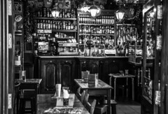 Cofee bar (Jose Rahona) Tags: cafeteria bar cofee comidas diner mesas tables sillas chairs blackandwhite blancoynegro bw monochrome