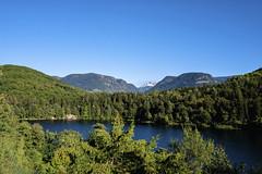 Blick bis zu den Dolomiten (blichb) Tags: 2018 altoadige eppan italia italien leicaq leicasummilux11728 südtirol blichb montigglersee see montiggl grosermontigglersee berge dolomiten