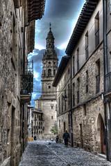 Iglesia de Santa María de la Asunción (jesussanchez95) Tags: iglesiadesantamaríadelaasunción briones hdr larioja church street calle paisajeurbano urbanlandscape