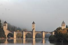 Pont Valentré dans la brume (Kanard Coulé) Tags: valentré cahors pont lot quercy causse