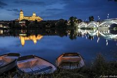 Catedral y Puente de Hierro (jesussanchez95) Tags: catedral cathedral puente bridge salamanca nocturna night noche paisajeurbano urbanlandscape ciudad city