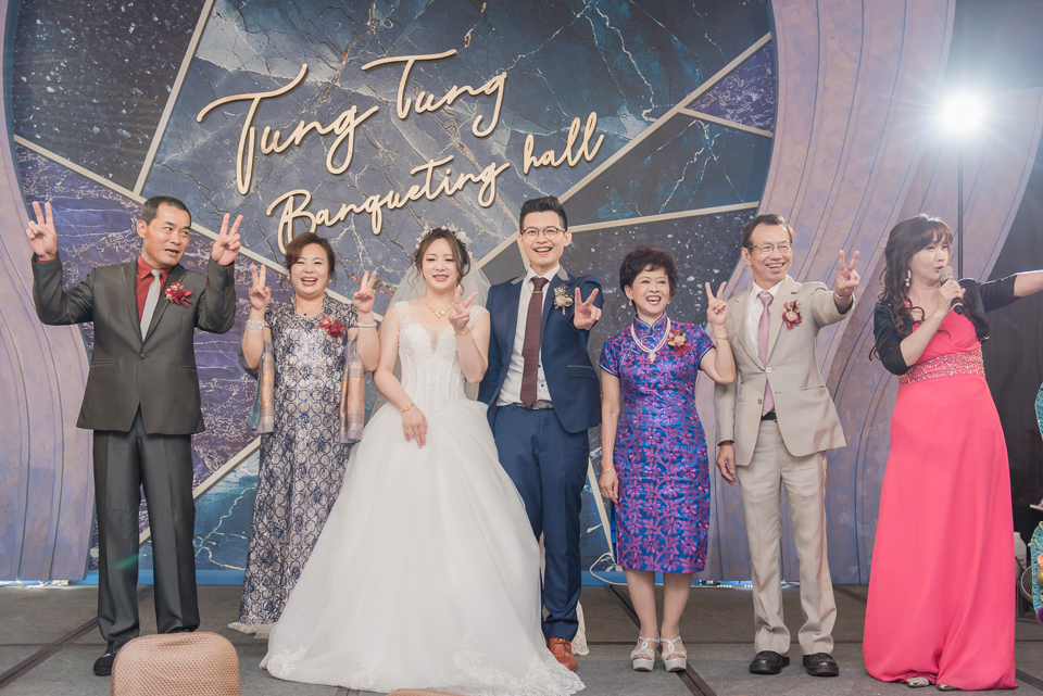 台南東東宴會式場 婚宴 走在幸福的紅毯上 R & B 122