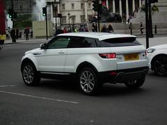 Range Rover Evoque (Meechu Body Kits) Tags: london uk white landrover coupe 3door kenjonbro fujihs10 evoque rangeroverevoque ld61ybp