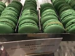 Macarons at Bottega Louie in DTLA (TomChatt) Tags: food