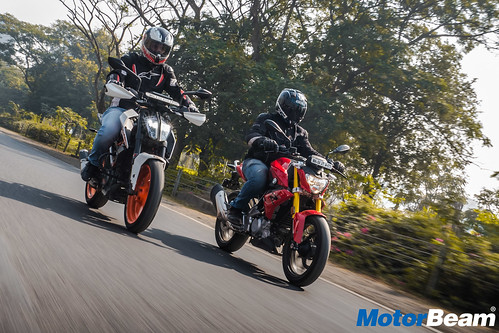 BMW-G-310-R-vs-KTM-Duke-390-11