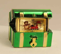 Bulova Miniature Clock Christmas Treasure Chest B0586 Solid Brass (reddealsonline) Tags: bulova antique christmastreasurechest clock b0586 christmas upc04249917958 treasure beveledglass chest teddybear train wrappedpresent limitededition miniature clocks quartz brass mini collectors collection antiques timepiece auction handtooleddetailing 1988 vintage timekeepingelement vibratingcrystal original