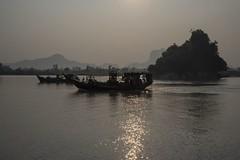 sunrise on Thanlwin river (Patrick Doreau) Tags: sunrise leverdesoleil river rivière fleuve asia myanmar birmanie water eau bateau boat soleil reflet contrejour