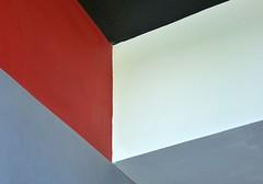 Deckensturz 6  2018 (HolgerArt) Tags: bauhaus dessau unescounescoweltkulturerbe weltkulturerbe gropius deckensturz farbe winkel abstrakt ceiling fall colour corner abstract