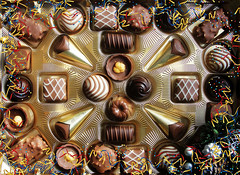 Un dulce Año Nuevo (Helena de Riquer) Tags: bombons bombones chocolates chocolats chocolate lindt schokolade cioccolato food yummy チョコレート 巧克力 bonbons pralines cioccolatini flickr helenaderiquer sony sonydsch20 carlzeiss 2018